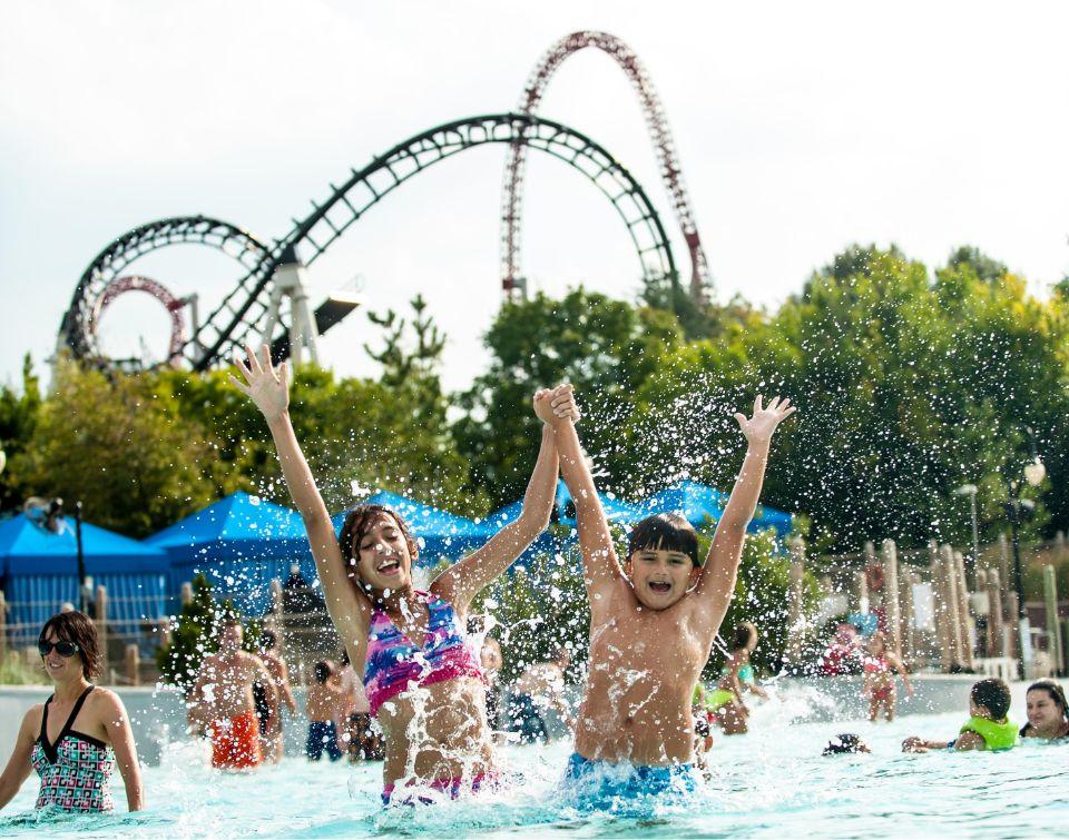 Kids in wavepool at Hersheypark